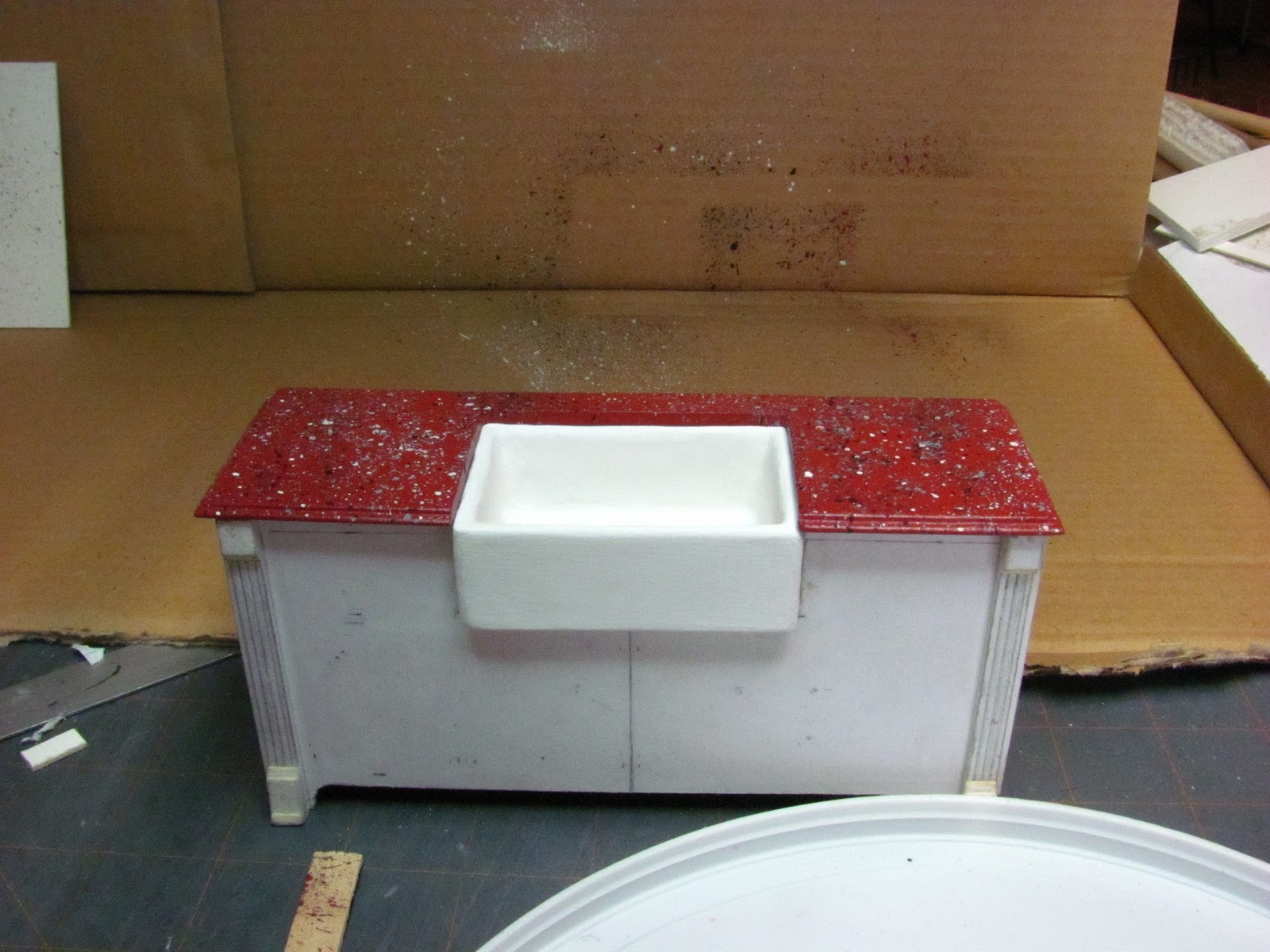 Kitchen cabinets for dollhouse - Lookin Good