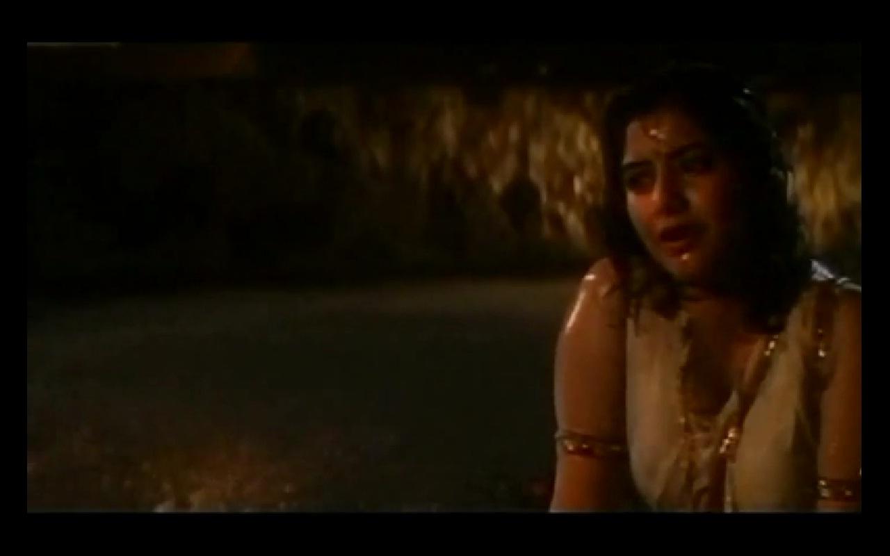 Divya bharati boob press escena caliente