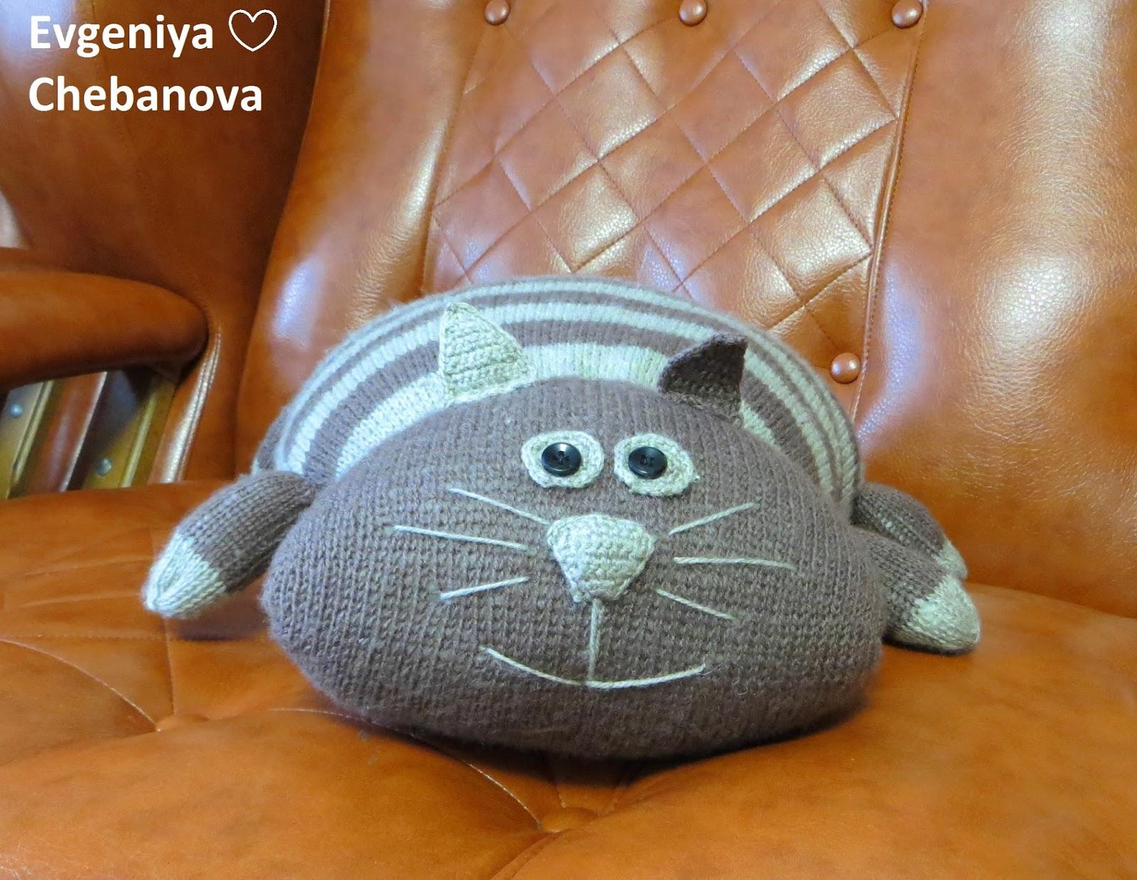 Вязать подушку кот