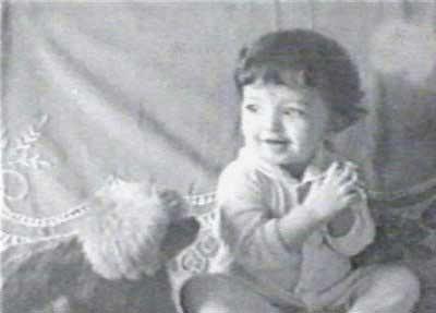 childhood photos of aishwarya rai clapping
