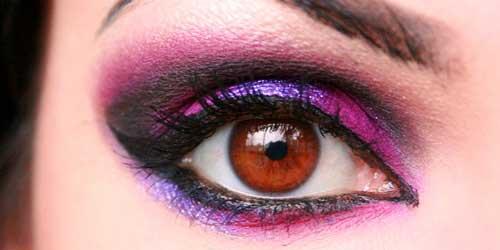 maquillaje de ojos morado y negro