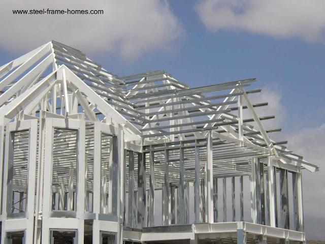 Casa en construcción con estructura de Steel Framing