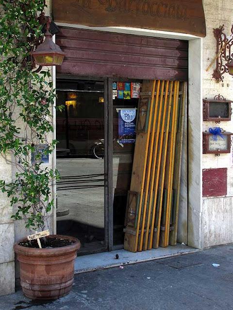 Folded benches, piazza Cavallotti, Livorno