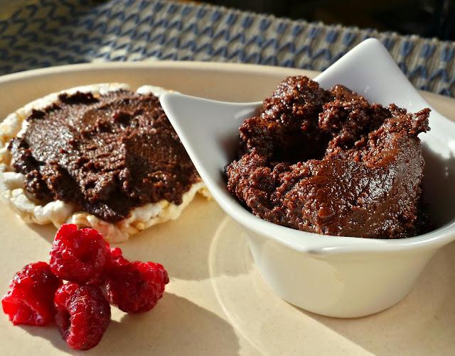 Pasta de almendras y chocolate vegana