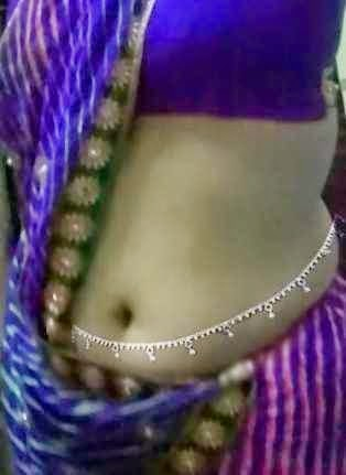 The Gal with Deep Navel indianudesi.com