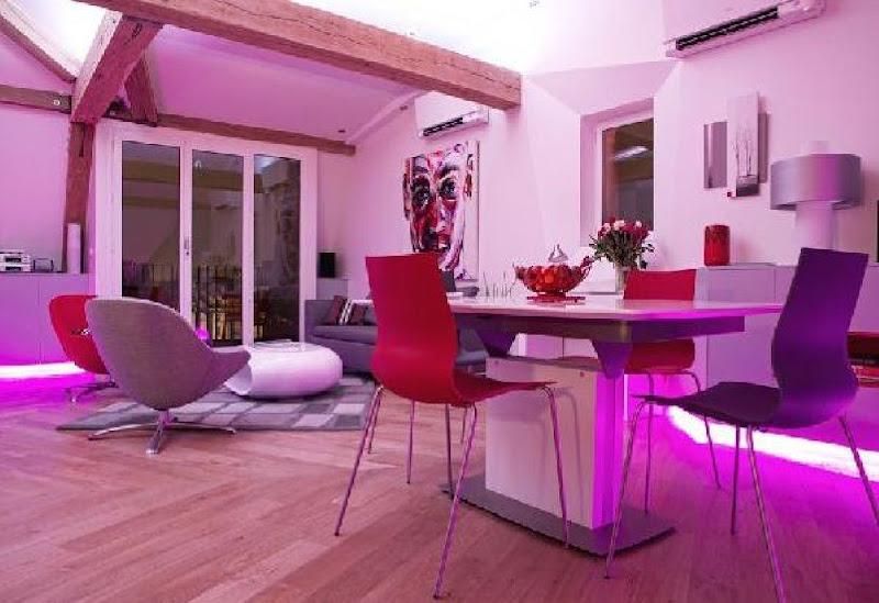 Vibrant Family Room Interior Design Idea , Home Interior Design Ideas  title=