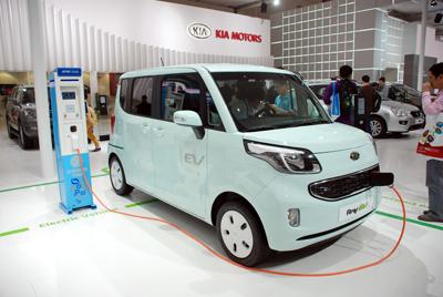 Фото Укринформ:электроавтомобиль КIA Motors