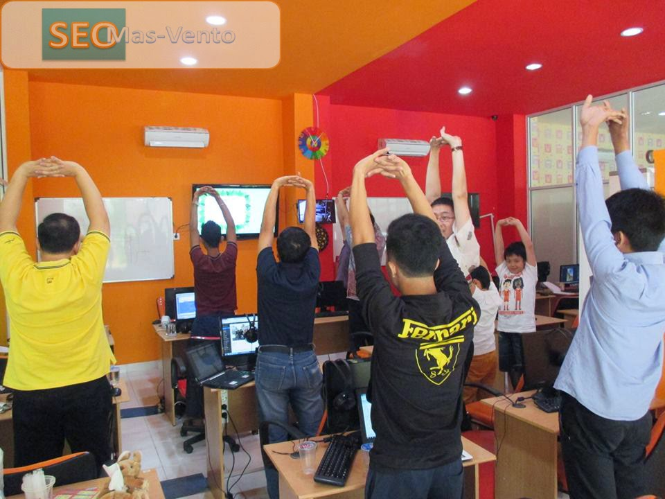 Streching sebelum Pembelajaran Dimulai | Tempat Kursus Website, SEO, Desain Grafis Favorit 2015 di Jakarta