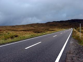 Strada area di uso pubblico per la circolazione di veicoli, autoveicoli, pedoni , biciclette ecc.