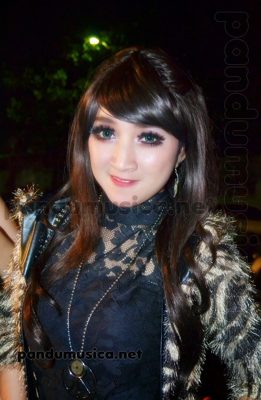 Download lagu Edan Turon – Rina Amelia – Lagista Live Blitar Expo 2015