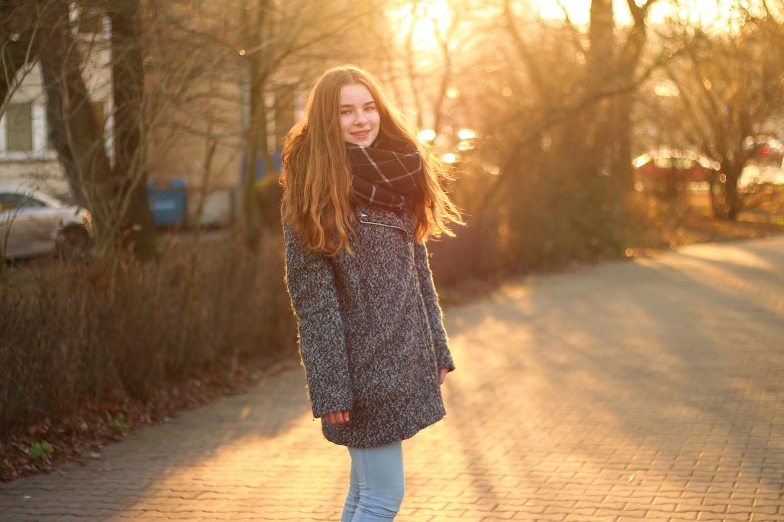płaszcz oversized basic jesień zima zachód słońca
