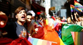 Nicolae Geantă 🔴 Mamă, nu vrei să fi gay?