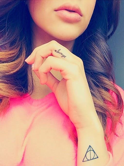 tatuajes de Rihanna 2015 en los dedos