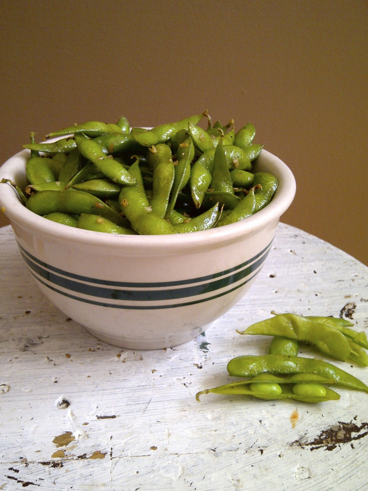 Garlic Edamame - toss frozen edamame in a garlic infused oil, with tons of minced garlic - www.soliloquyoffood.com
