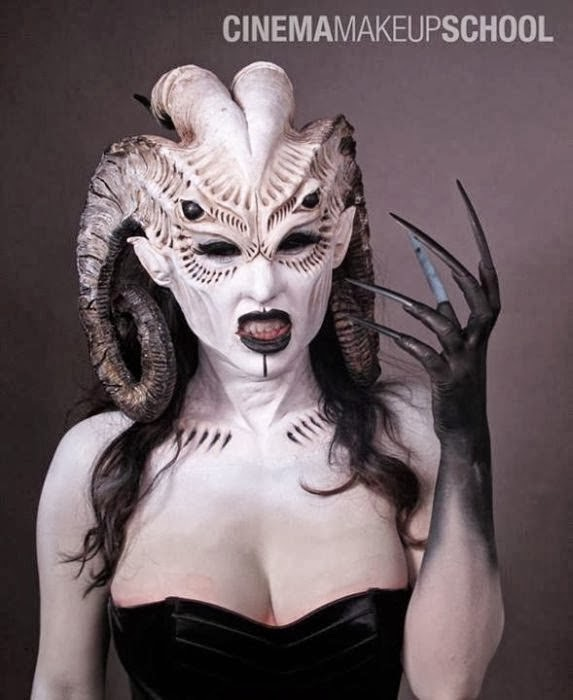 Astounding Examples of Scary Makeup (40 Pictures)