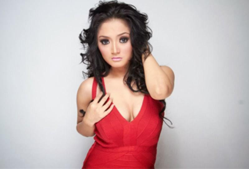 Beredar Foto Telanjang Siti Badriah