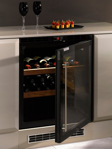 Marzua vinoteca moderna de norcool - Como montar una vinoteca ...