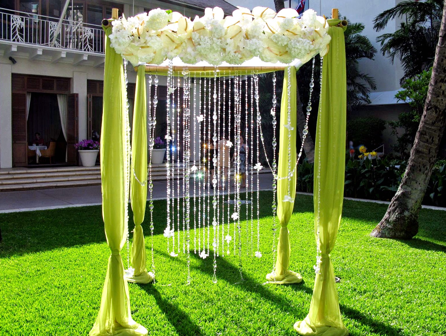 Decoracion de bodas al aire libre con telas for Archway decoration ideas
