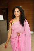 Singer Sunitha dazzling saree photos-thumbnail-19
