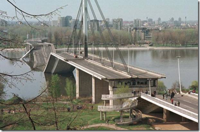 Βομβαρδισμένη γέφυρα