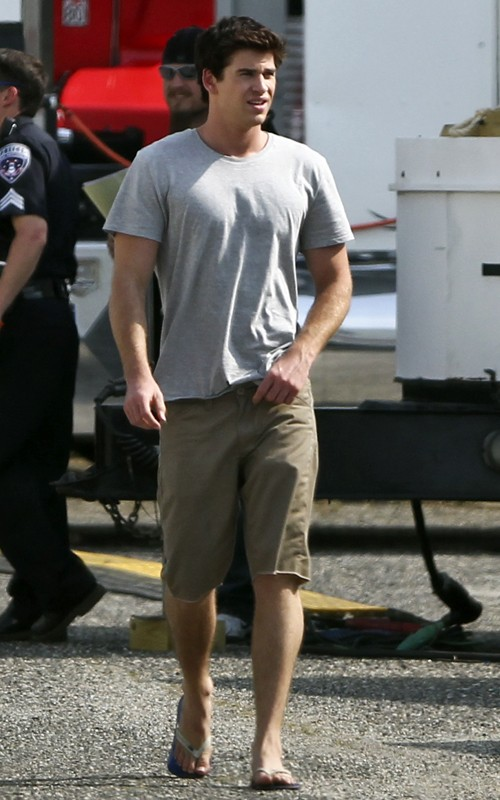 "Jennifer Lawrence & Liam Hemsworth were spotted on the set of ""The"