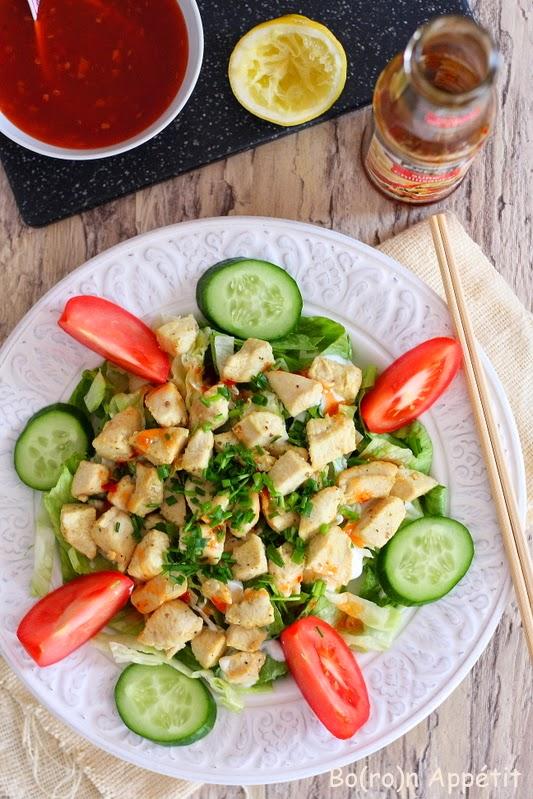Sałatka z kurczakiem i sosem chili