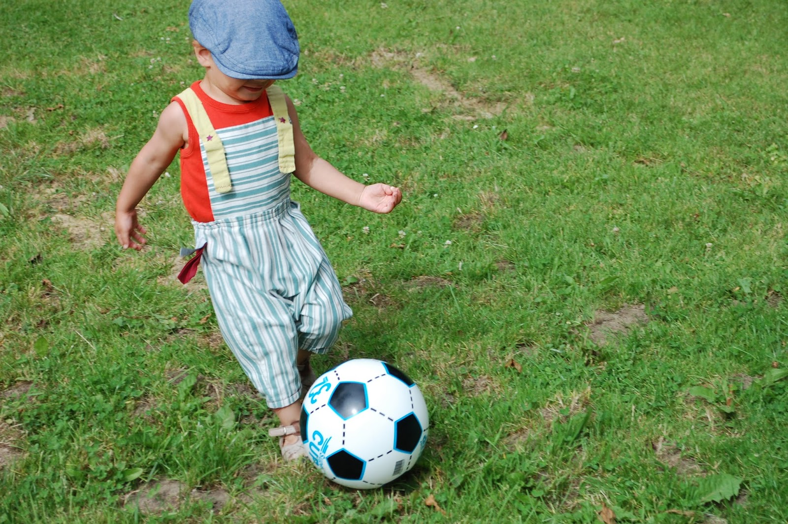 Mamandala et petit chou sobri t une invitation dans - Fille joue au foot ...