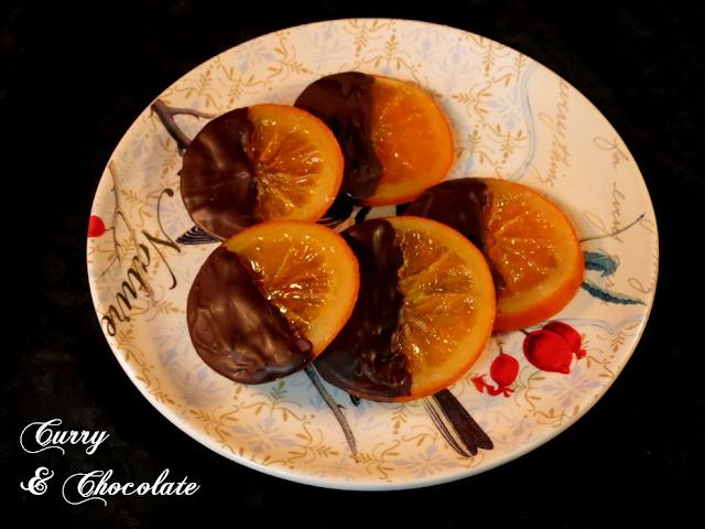 Naranjas confitadas y bañadas en chocolate