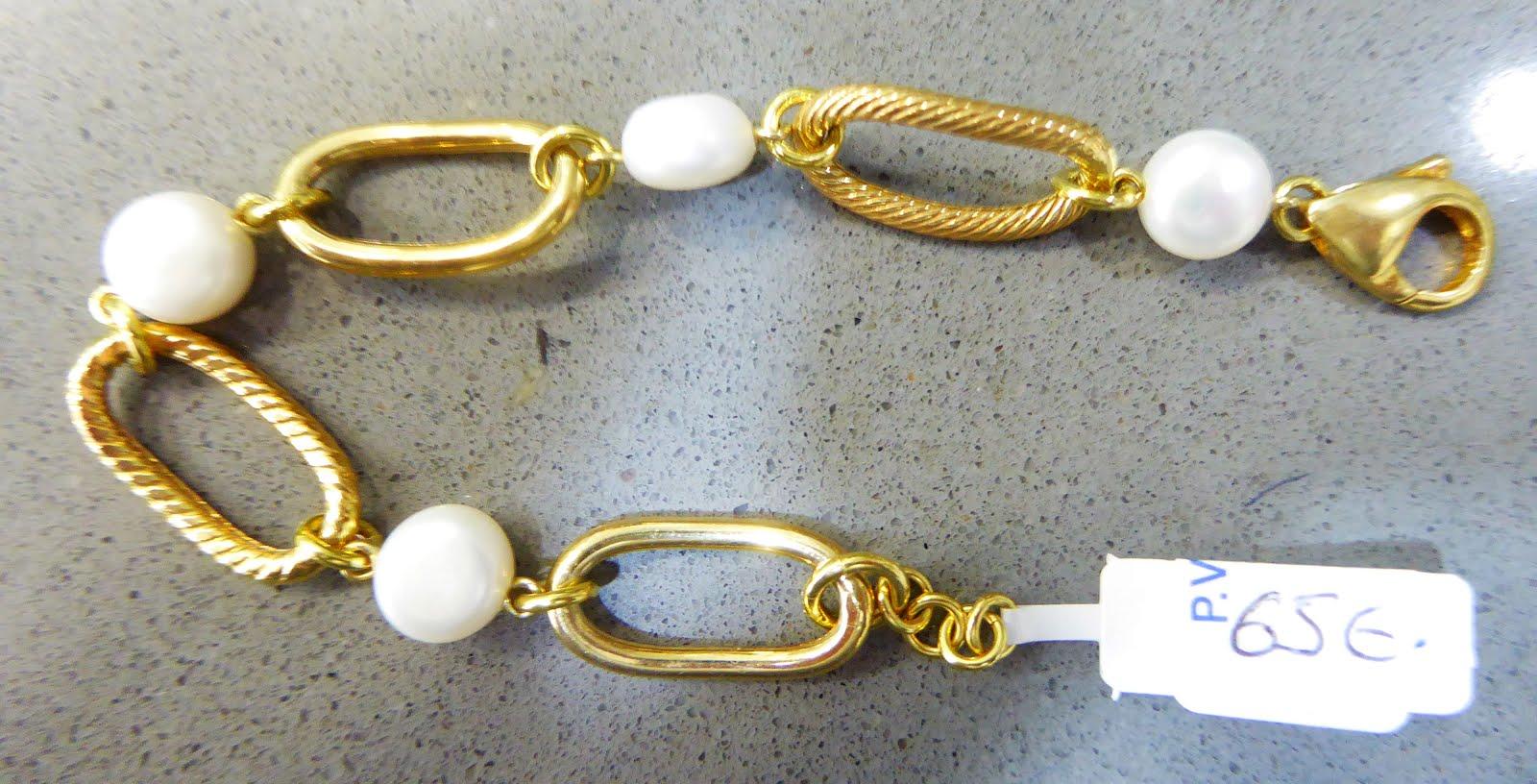 Pulsera de plata dorada con perlas de río