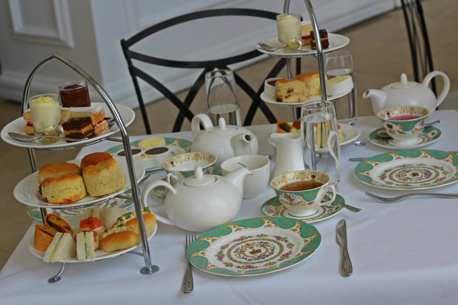 Visit to Kensington Palace and Champagne Afternoon Tea for two at ...