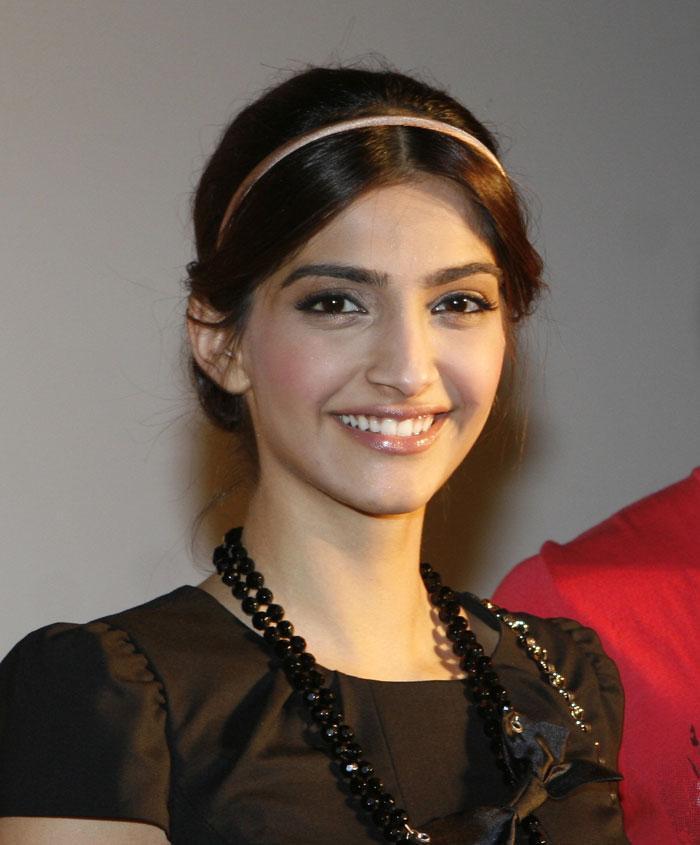 sonam kapoor smiling in - photo #38