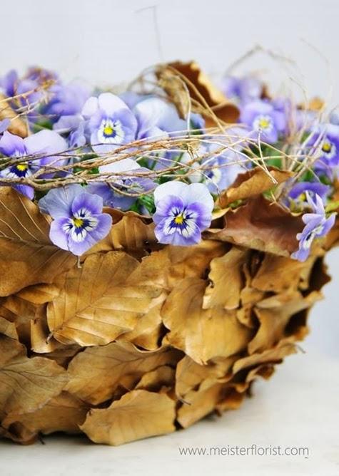 korg med violer, basket violets, basket pansies, basket mad of leaves, korga av löv