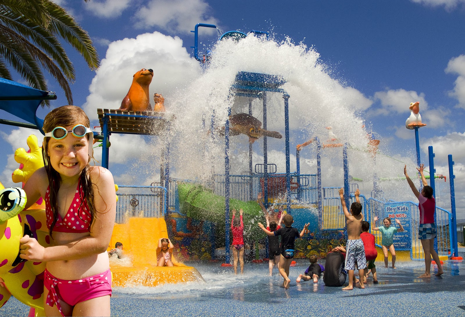 Sunlover holidays top 10 gold coast hotels for swimming for Splash pool show gold coast