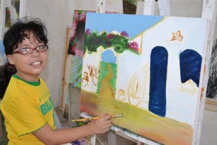 Criança também pinta