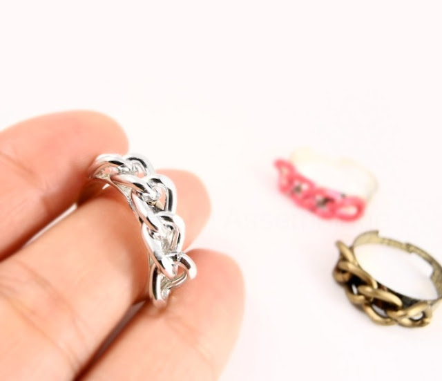 Gwen Stefani Inspired Curb Chain Ring DIY