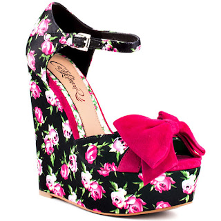 high-heel_wedge-shoe