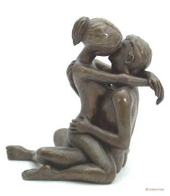 Le polyamour (de l'anglais polyamory), pluriamour, amour plural, amour-camaraderie (vieilli) ou non-exclusivité relationnelle, est une éthique des relations amoureuses basée sur le rejet de l'obligation d'exclusivité (sentimentale et sexuelle), l'égalité et l'honnêteté entre partenaires, et le respect de l'individualité et de l'autonomie de chacun. Ce terme est également utilisé pour désigner les modes de vie qui en découlent, principalement caractérisés par la possibilité pour une personne d'être simultanément impliquée dans plusieurs relations amoureuses. Le terme « polyamoureux » (ou « poly ») désigne les personnes adhérant à cette éthique — qu'ils soient ou non présentement engagés avec plusieurs partenaires — ainsi que les relations et les couples basés sur ces principes. Ces « relations polyamoureuses » peuvent prendre des formes très diverses, le polyamour prônant la négociation par les partenaires des modalités de la relation.