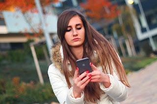 10 Tanda Jika Anda Mulai Kecanduan Smartphone