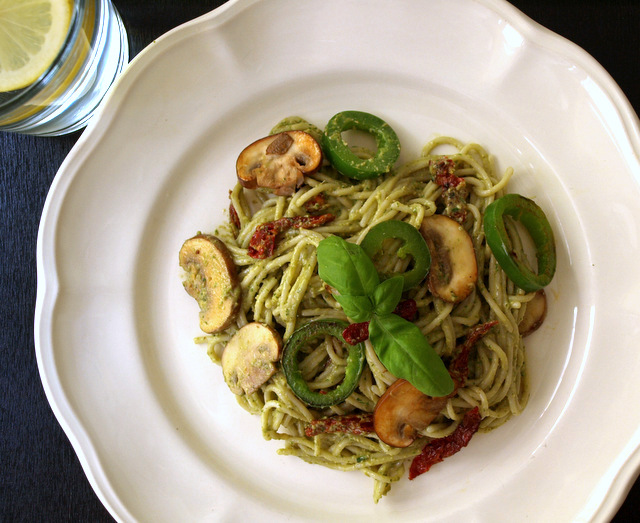 THE SIMPLE VEGANISTA: Basil-Walnut Pesto with Mushroom, Jalapeno & Sun ...