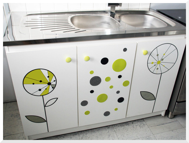 Customiser un meuble sous vier foyer doux foyer home for Stickers pour meuble cuisine