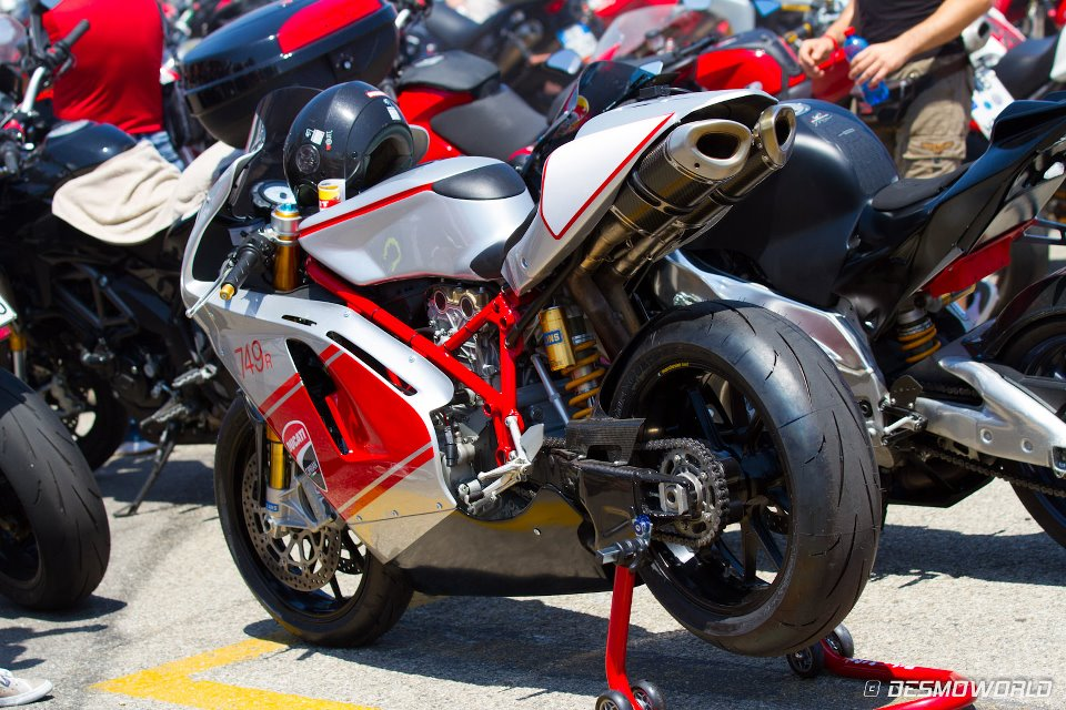 Ducati 999 et 749  - Page 2 562247_10150936986373853_1591795570_n