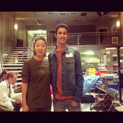 sandra oh on the set of grey's anatomy