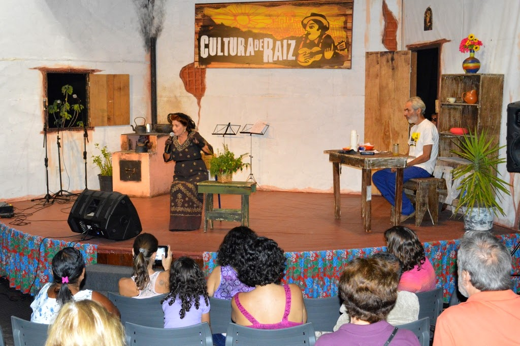 Edinar Corradini na pele de Carolina Claussen