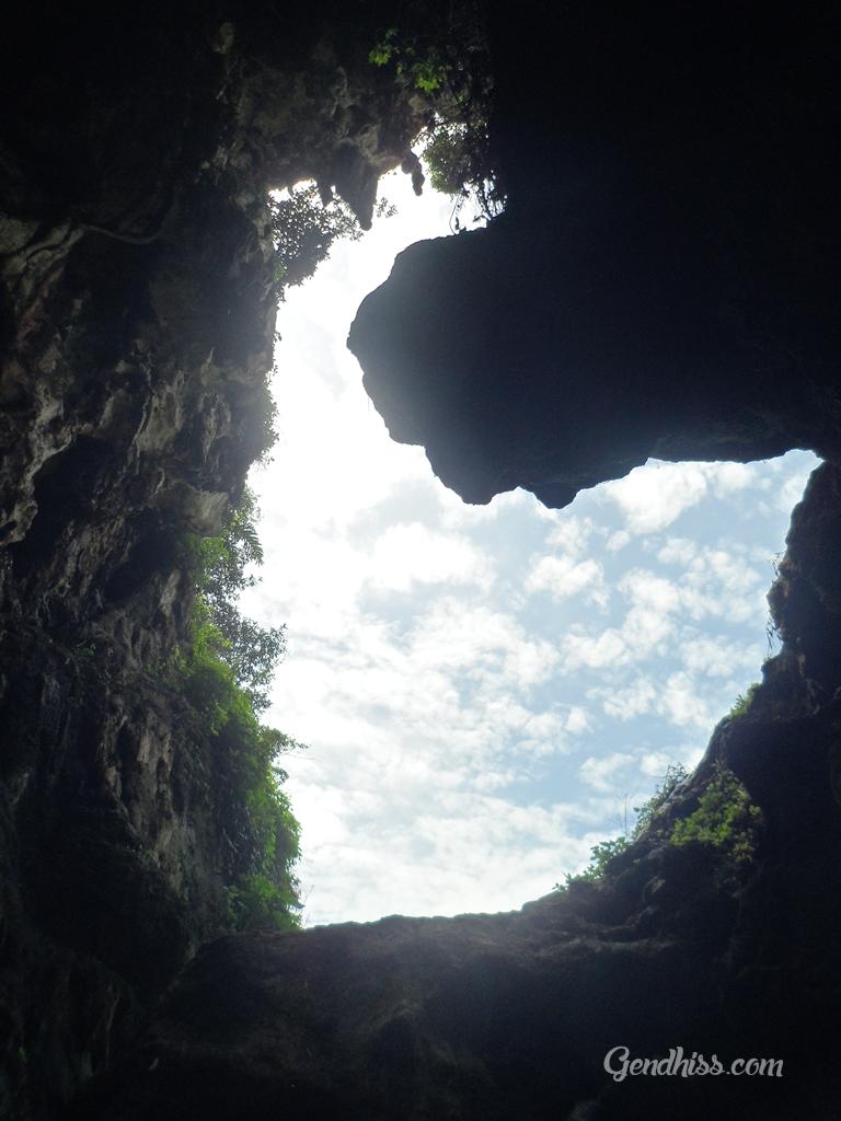 bagian atas gua pawon
