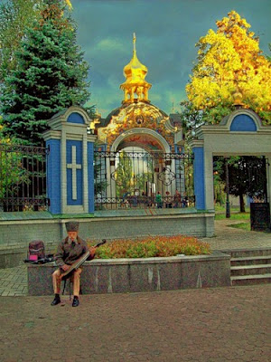 Кобзарь возле Михайловского монастыря