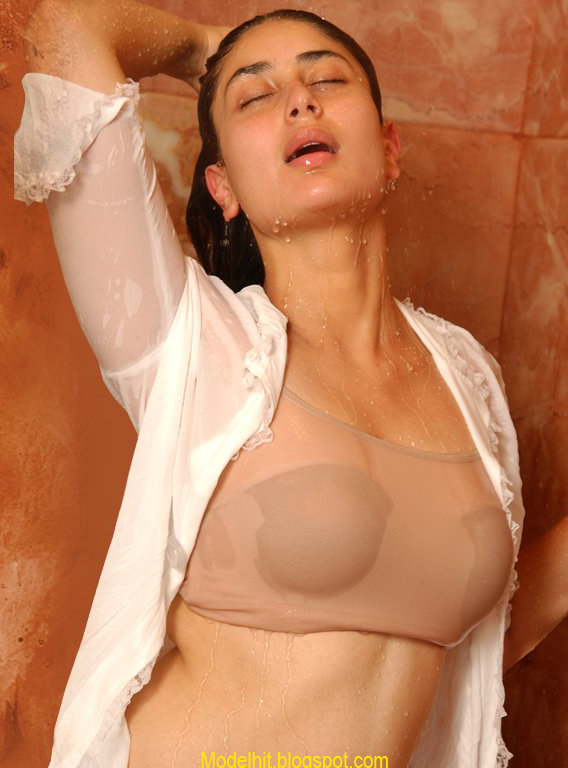Kareena Karpoor Is A Bollywood Super Actress Hot Lady Kapoor