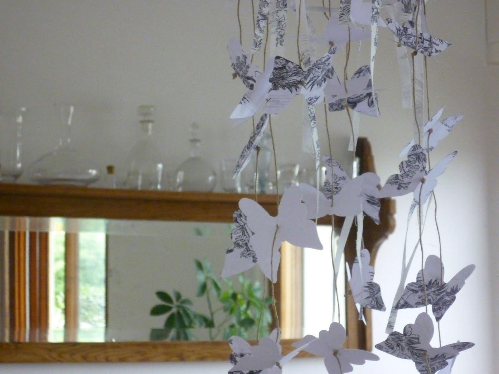 Carta Da Parati Classica Toile Primavera: Le Bianche Margherite: Butterflies... And Toile De Jouy