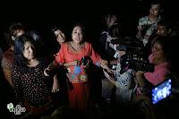 ရန္ကုန္ၿမိဳ႕ တာေမြၿမိဳ႕နယ္ရွိ မဟာသႏၱိသုခေက်ာင္းတိုက္ေတြ႕ရေသာ လံုျခံေရးရယူထားေသာ ရဲဝန္ထမ္းမ်ားႏွင့္ အျခားေက်ာင္းတိုက္မွ သံဃာေတာ္မ်ားအား ဇြန္လ ၁၁ရက္ နံနက္ ၁နာရီ ဝန္းက်င္ခန္႕က ေတြ႕ရစဥ္။ (ဓာတ္ပံု - ဟိန္းထက္၊ မဇၥၽိမ)