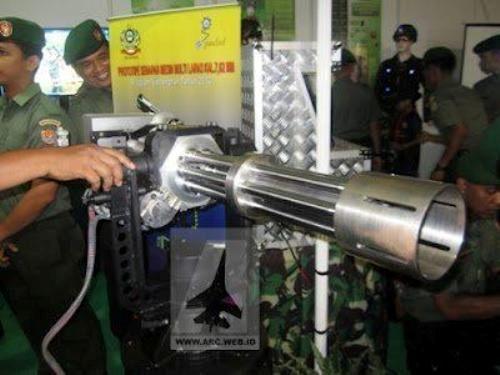 PT Pindad dan TNI AD Kembangkan 'Gatling Gun'