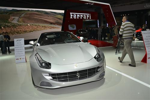 2013-Ferrari-FF-with-full-length-panoramic-roof